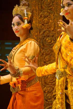 Siem Reap, Cambodge - 14 février 2015 - Apsara danseur effectue à un récital de soirée, Siem Reap, Cambodge Banque d'images - 46385561