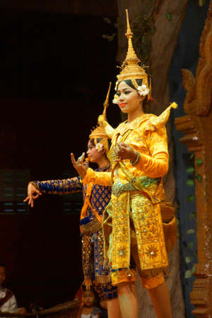 siem reap: SIEM REAP, CAMBODIA - FEB 14, 2015 - Apsara dancer performs at an evening recital,  Siem Reap,  Cambodia