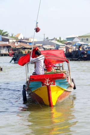 cai rang: CAI RANG, VIETNAM - FEB 7, 2015 - Boat sells potatoes at the Cai Rang floating market,  Vietnam