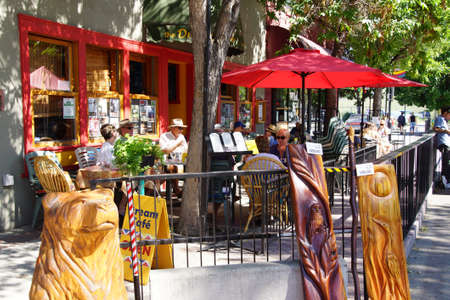 PENTICTON, BRITISH COLUMBIA - JUN 20, 2015 - People relax outdoors at a coffee shop in  Saturday Market,  Penticton, British Columbia, Canada Stock fotó - 47908150