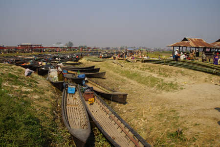 weekly market: INLE LAKE, MYANMAR - MAR 1, 2015 - Tourists leave their boats to explore  at a weekly market on Inle Lake,  Myanmar (Burma)