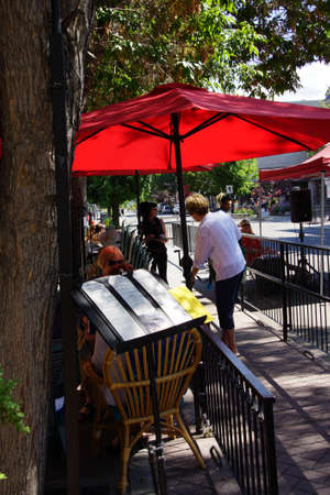 PENTICTON, BRITISH COLUMBIA - JUN 20, 2015 - People relax outdoors at a coffee shop in  Saturday Market,  Penticton, British Columbia, Canada Stock fotó - 47908159