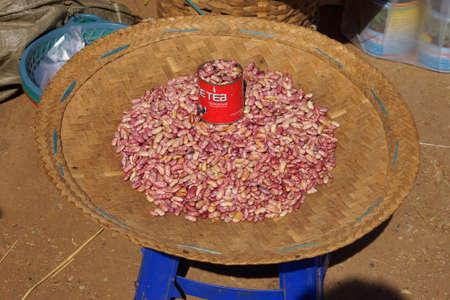 미얀마 아웅 금지 (버마)에서 판매되는 핀토 콩