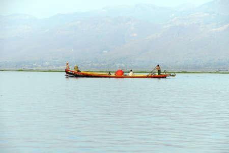 inle: INLE LAKE, MYANMAR - FEB 28, 2015 - Tourists explore by fast boat on  Inle Lake,  Myanmar (Burma)