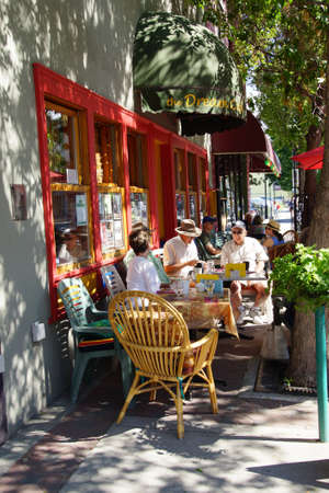 PENTICTON, BRITISH COLUMBIA - JUN 20, 2015 - People relax outdoors at a coffee shop in  Saturday Market,  Penticton, British Columbia, Canada Stock fotó - 48112836