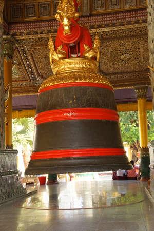 Huge Bell of King Tharrawaddy Shwedagon Pagoda in Yangon (Rangoon),  Myanmar (Burma) Reklamní fotografie - 49300369
