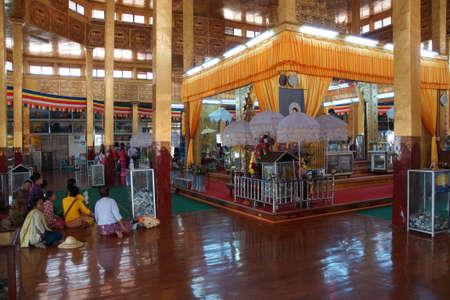 daw: INLE LAKE, MYANMAR - MAR 1, 2015 - Visitors in the huge hall of  Hpaung Daw U Pagoda, Inle Lake,  Myanmar (Burma)