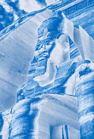 Coloso de Ramsés II, figura sentada, faraón egipcio, Abu Simbel, Egipto, Oriente Medio Foto de archivo - 50234385