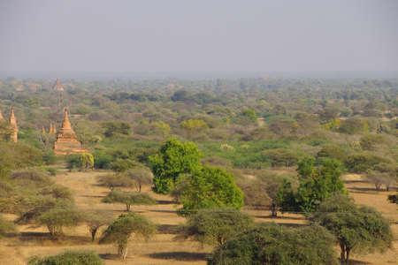 평원에있는 고대 사원 및 stupasBagan 미얀마 (버마) 스톡 콘텐츠