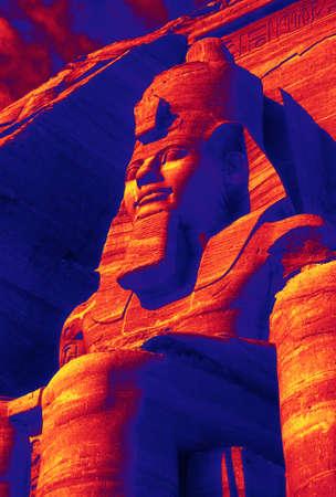 Coloso de Ramsés II, figura sentada, faraón egipcio, Abu Simbel, Egipto, Oriente Medio Foto de archivo - 50237884