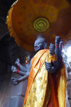 Multi-armed Vishnu in Gateway chamber of  Angkor Wat,  Cambodia Stock fotó - 51581836