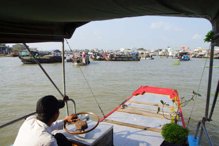 cai: CAI RANG, VIETNAM - FEB 7, 2015 - Morning activity in the floating market on the Mekong River at  Cai Rang,  Vietnam