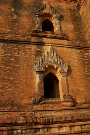 archtecture: Elaborate sandstone carvings outside the Htilominlo Temple, Bagan,  Myanmar (Burma)