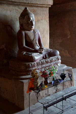 바간, 미얀마 -2 월 25 일 -2011- Dhammayangyi 사원, Bagan, 미얀마 (버마)에서 부처님 동상 -