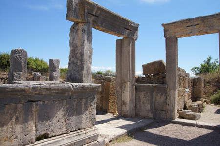 Colonne doriche sulla strada collonaded di antica Perge, Turchia Archivio Fotografico - 53763283