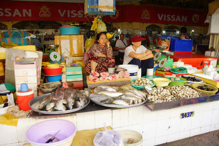city fish market: SAIGON - FEB 5, 2015 - Women selling fish at the Ben Thanh market in Saigon (Ho Chi Minh City),  Vietnam