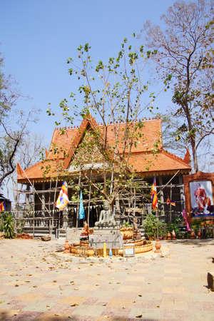 Klein boeddhistische heiligdom op het terrein van het klooster van Sambuk, Cambodja