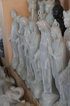 DANANG, 베트남 -20015 년 2 월 4 일 - 대리석 동상 성모 마리아, 다낭, 베트남 에디토리얼