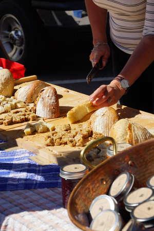 Cutting samples of bread for tasting at the  Saturday Market,  Penticton, British Columbia, Canada Stock fotó - 53736071