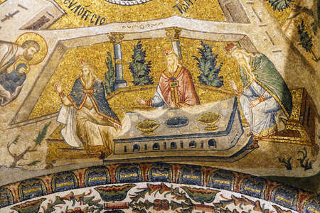이스탄불, 터키 - 2014 년 5 월 15 일 - 터키 이스탄불의 사원, 모자이크, 내부 Narthex, Chora 교회 (Kariye 박물관)에 대한 Mary의 발표