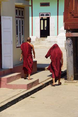Boeddhistische monniken van de Shwe Yan Pyay klooster, in de buurt van Inle Lake, Myanmar (Birma)