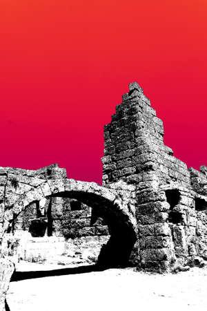 Colonne doriche sulla strada collonaded di antica Perge, Turchia Archivio Fotografico - 57499072