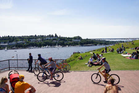 bicyclists: SEATTLE - MAY 30, 2016 - Bicyclists take a rest stop on Memorial Day in Gas Works Park Editorial