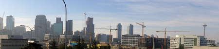 Panorama, Hochhaus Baukräne in der Innenstadt von Seattle, Washington Standard-Bild - 59060609