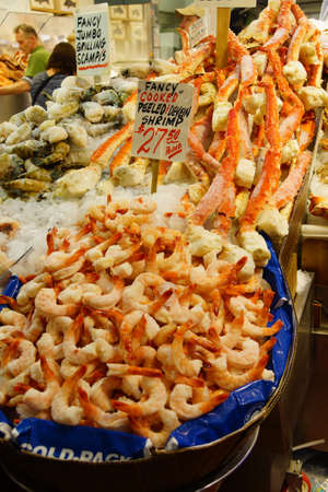 pike place market: SEATTLE - JUN 3, 2016 - Fresh crab, lobster and shrimp for sale at the Pike Place Market