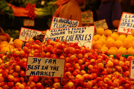 pike place: SEATTLE - JUN 3, 2016 - Fresh local cherries for sale at the Pike Place Market
