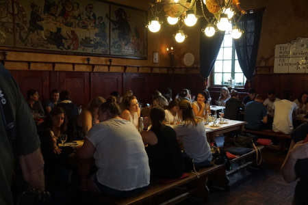 KUTNA HORA, CZECH REPUBLIC - SEP 3, 2016 -  Young women in a tavern in  Kutna Hora, Czech Republic 新聞圖片