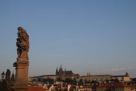 Prague Hradcany castle and St Vitus Cathedral in early morning  on Vltava River in  Prague, Czech Republic 新聞圖片