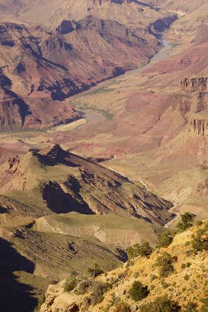 グランドキャニオン国立公園、アリゾナ州南縁の切り立った崖