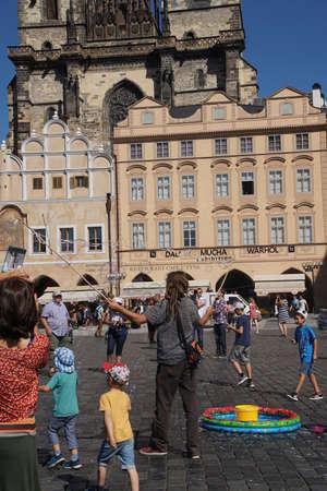 entertaining: PRAGUE - AUG 31, 2016 - performer entertaining chidren with bubbles,Stare Mesto, Old Town of  Prague, Czech Republic
