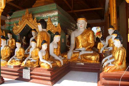 Buddha statues in Bhumiparsa Mudra position, Calling the Earth To Witness the Truth, Shwedagon Pagoda Yangon (Rangoon),  Myanmar (Burma) Archivio Fotografico