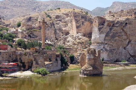 古代の橋と buidlings の遺跡付近のハサンケイフ、トルコ
