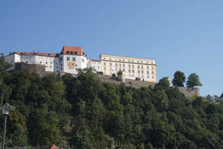 White castle overlooking  Passau, Germany 新聞圖片