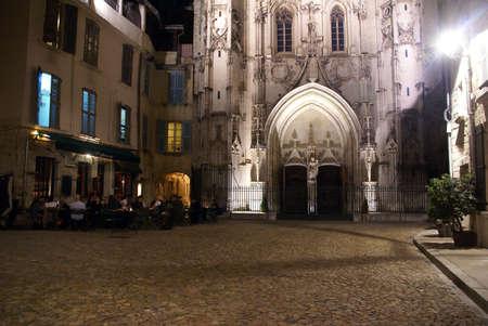 AVIGNON, FRANCE - SEP 30 -  Casual diners enjoy an evening meal   Avignon, France Editöryel