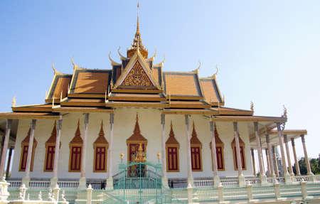 phnom penh: PHNOM PENH, CAMBODIA - FEB 8, 2015 -  Buddhist temple  at the National Palace,  Phnom Penh,   Cambodia Editorial