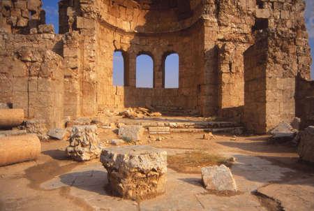 Ruïnes van de oude stad, rotsen glanzend met gips, Rustafa, Syrië, het Midden-Oosten