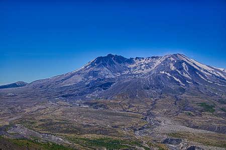 セントヘ レンズ山火口と溶岩ドーム、ジョンストン リッジ、火山国定公園、ワシントンから見た