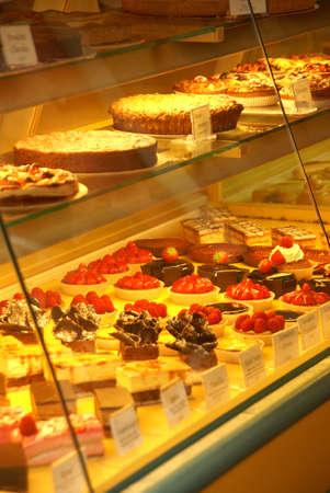 PARIS - OCT 4, 2011 - Patisserie with fancy deserts Rue Mouffetard, Paris, France Redakční