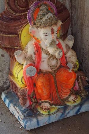 ジャイプール、インド - 2017 年 10 月 9 日 - Galtaji 寺、ジャイプール、ラージャス ターン州、インドの小さな神社にガネーシュの像