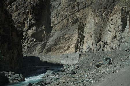 인더스 강 Ladakh, 인도 근처 좁은 계곡을 통해 실행 스톡 콘텐츠