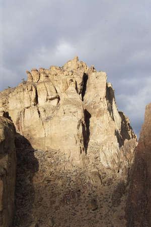午後遅く光スミス ロック州立公園、オレゴン州の溶接房崖の上