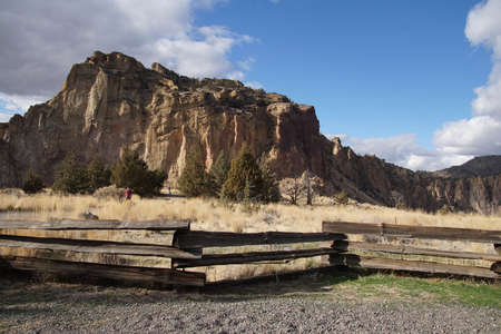 Split rail fence and jagged peaks of Smith Rock State Park, Oregon 스톡 콘텐츠