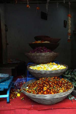 Bloemverkoper kraam op straat van Pune, India Stockfoto
