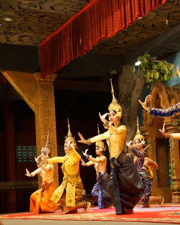 SIEM REAP, CAMBODIA - FEB 14, 2015 - Line of apsara dancers perform at a recital,  Siem Reap,  Cambodia Éditoriale