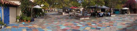 SAN DIEGO, CALIFORNIË - 28 november, 2017 - Het multi-colored bedekken in de gemeenschap van de kunstenaar van Balboa-Park, San Diego, Californië