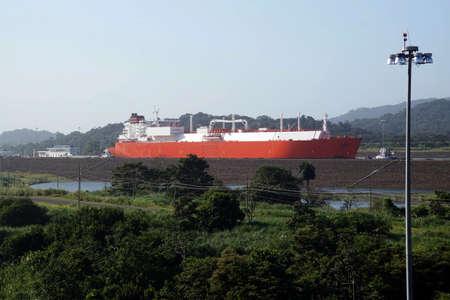 Huge tanker moves through the new, larger locks of the Panama Canal Banco de Imagens